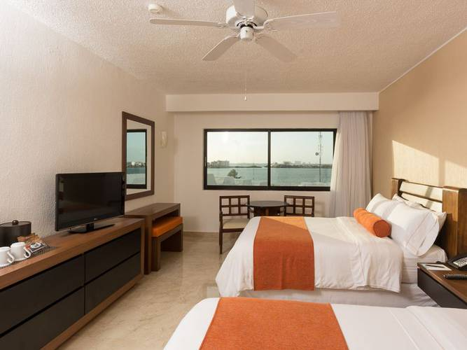 Deluxe room with lagoon views flamingo cancun resort hotel