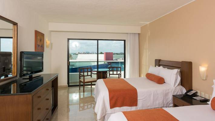 Standard room flamingo cancun resort hotel