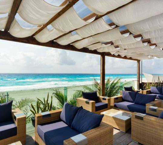 Las palmas snack & pool bar flamingo cancun resort hotel